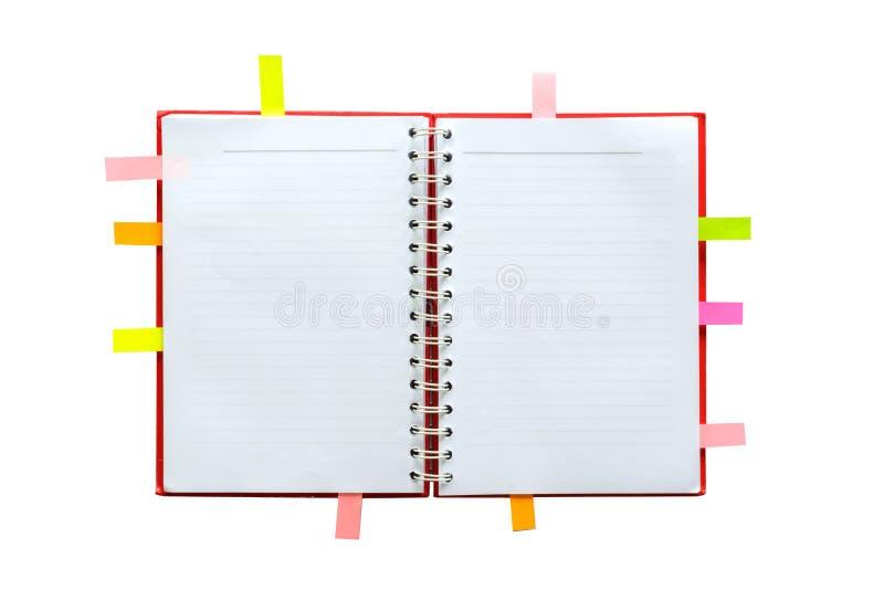 Leeg open notitieboekje met gevoerde documenten en post-it stock foto