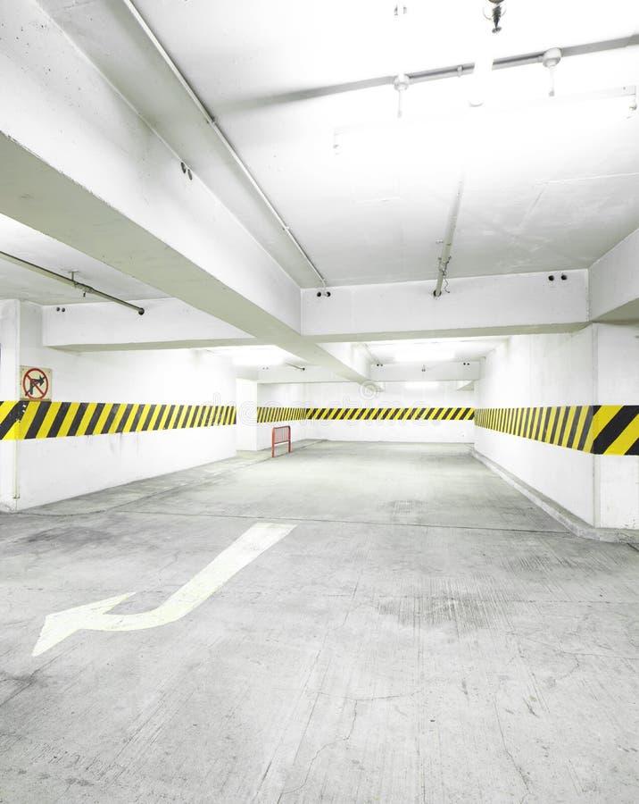 Leeg Parkeerterrein stock afbeelding