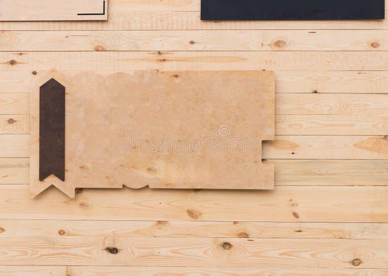 Leeg rustiek houten teken met pijl royalty-vrije stock afbeeldingen