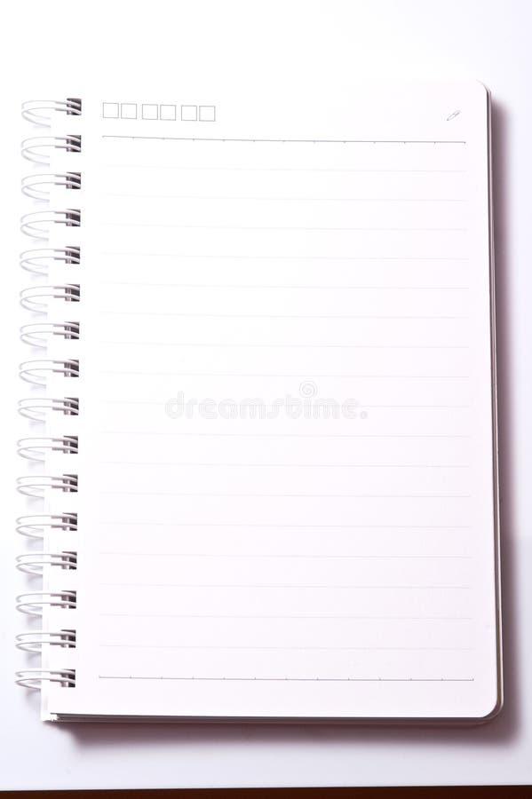 Leeg Spiraalvormig die Notitieboekje met Lijndocument op een Witte Backgr wordt geïsoleerd royalty-vrije stock afbeeldingen