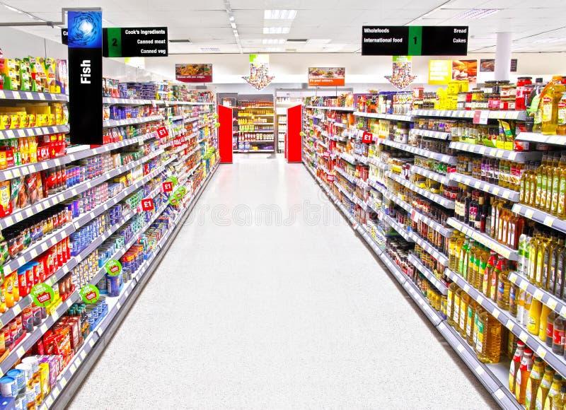 Leeg supermarkt het winkelen eiland stock foto's