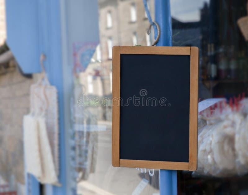 Leeg Teken buiten kleine winkel royalty-vrije stock afbeeldingen