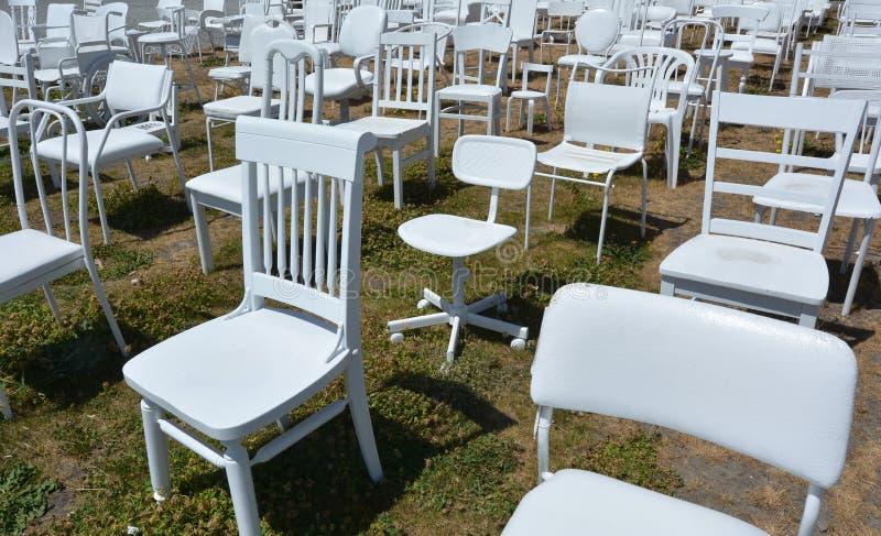 185 leeg wit stoelenbeeldhouwwerk in Christchurch Nieuw Zeeland royalty-vrije stock fotografie