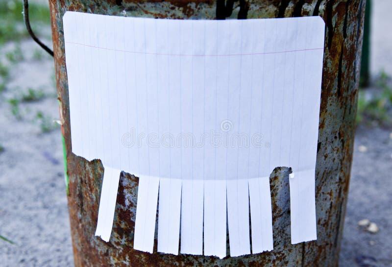Leeg Witboek met scheur van lusjes royalty-vrije stock afbeeldingen