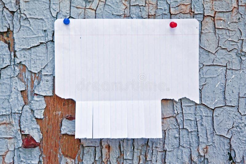 Leeg Witboek met scheur van lusjes stock foto