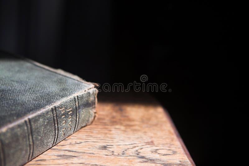 Leer behandelde bijbel royalty-vrije stock afbeelding