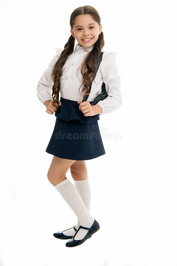 Leer correct hoe geschikte rugzak voor school Schoolmeisje leuk in formele eenvormige slijtagerugzak Het concept van de schoolrug stock foto