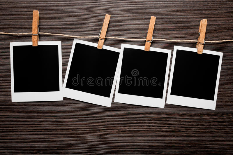 leere bilderrahmen auf zeile stockbild bild von sofortig reihe 18268625. Black Bedroom Furniture Sets. Home Design Ideas