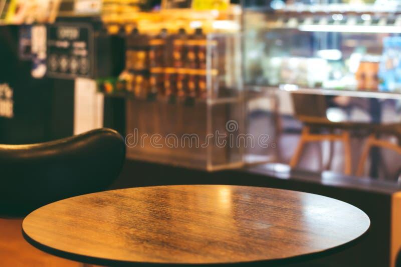 Leere Couchtische im Café lizenzfreie stockfotos