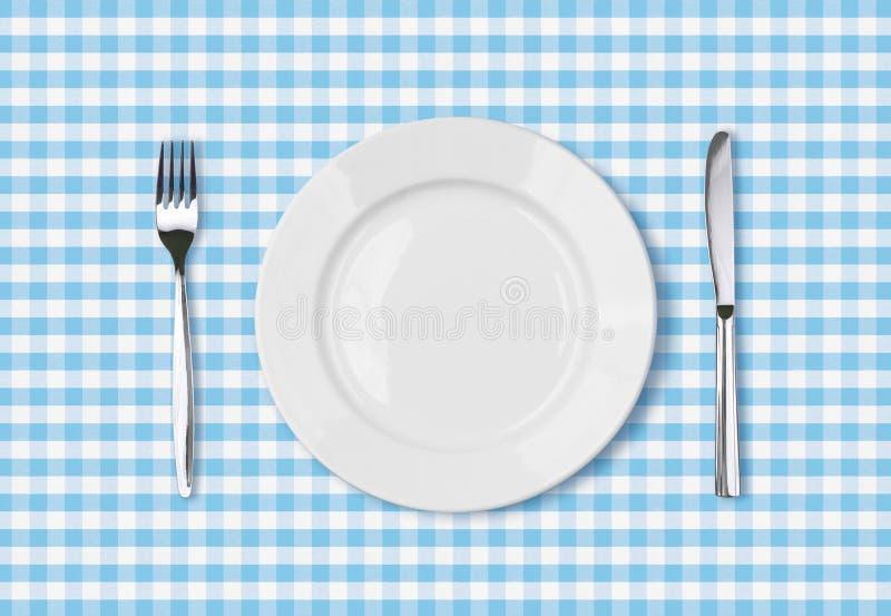 Leere Draufsicht des großen Tellers über blauen Picknicktischstoff vektor abbildung