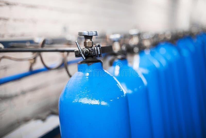 Leere Flaschen Laboranalyseausrüstung Chemisches Labor, Glaswarentestrohre lizenzfreie stockbilder