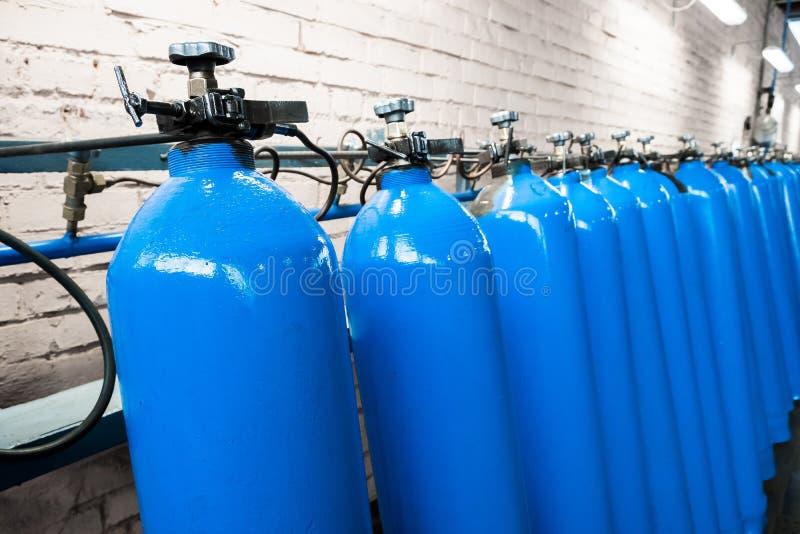 Leere Flaschen Laboranalyseausrüstung Chemisches Labor, Glaswarentestrohre stockfoto