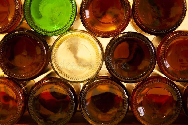 Leere Glasbierflaschen stockfoto