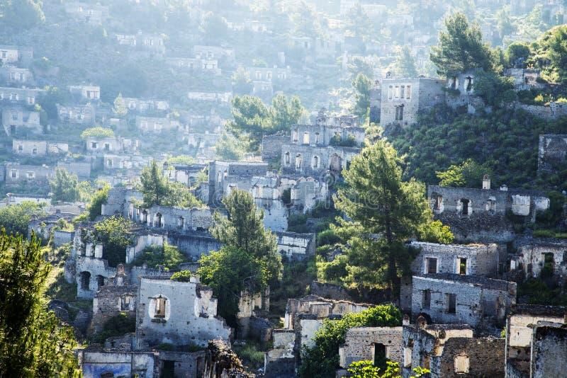 Leere Häuser an Geisterstadtdorf Kayakoy-Ruinen nahe Fethiye lizenzfreies stockfoto