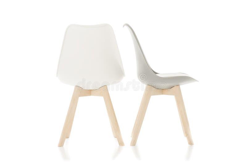 Leere Holzbein-Stühle Lokalisiert Auf Weiß Stockfoto - Bild von ...