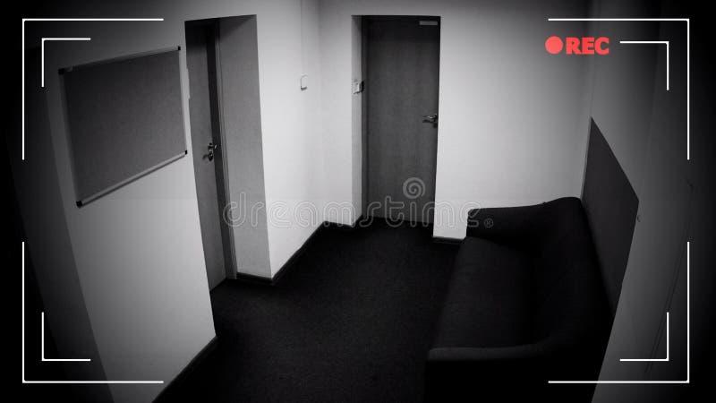 Leere Korridoransicht durch Überwachungskamera, Privateigentumsschutz lizenzfreie stockfotos