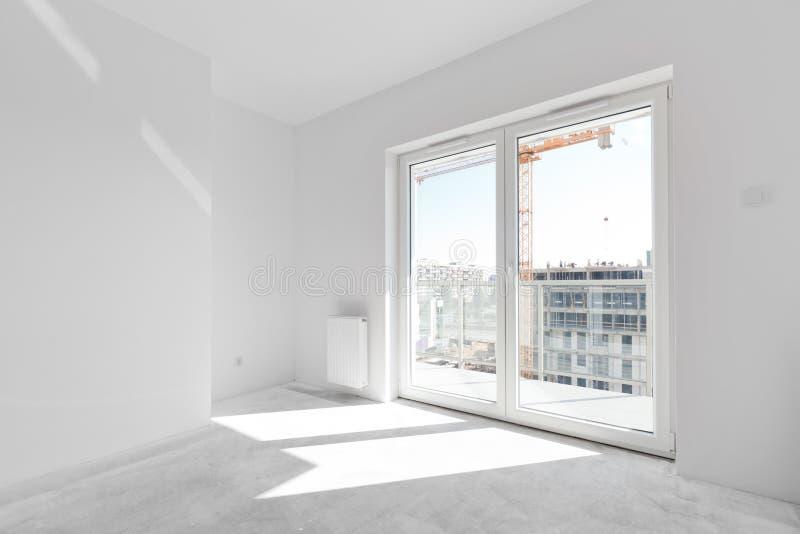 Leere neue Wohnung für Innenanordnung Fensterlicht lizenzfreies stockfoto