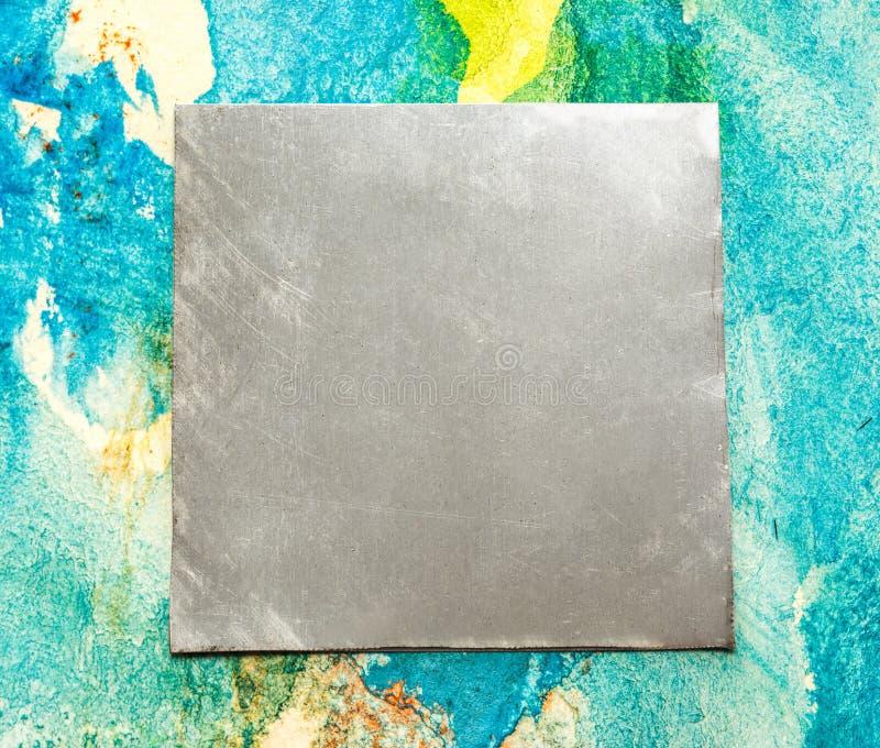 Leere quadratische Metallplatte stockfotografie