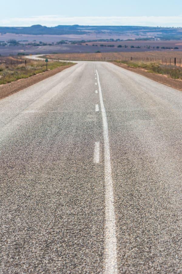 Leere Straße am Hinterland West-Australien lizenzfreies stockbild