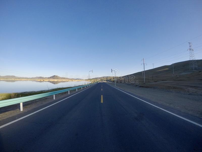 Leere Straße ohne Auto ????? lizenzfreies stockbild