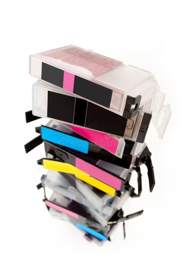 Leere Tintenpatronen gestapelt auf weißem Hintergrund stockfotos