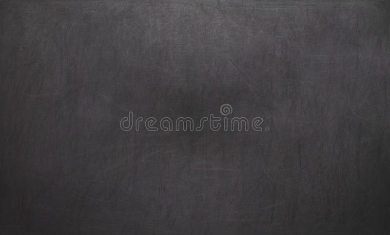 Leere unbelegte schwarze Tafel mit Kreidespuren Leere leere schwarze Tafel lizenzfreie stockfotografie