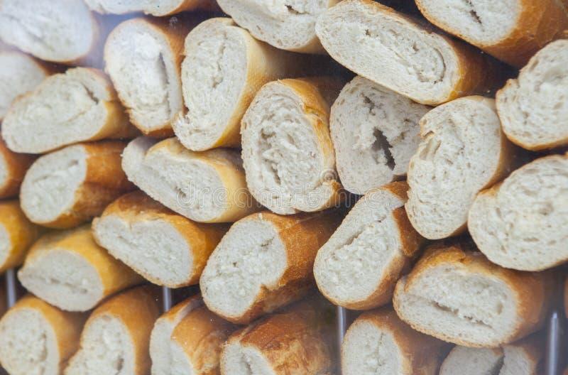 Leere und geschnittene spanische bocadillos panieren bereites zur Fülle stockfoto