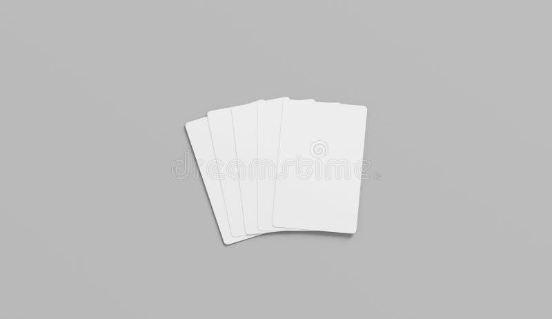 Leere weiße fünf Spielkarten Spott oben gegenüberstellen, lokalisiert lizenzfreies stockbild