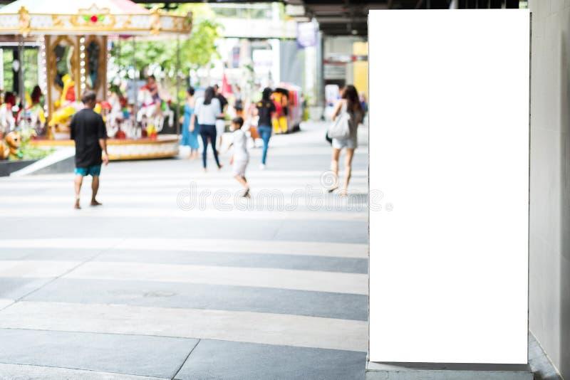 Leere Werbungsanschlagtafel mit Kopienraum für Text, Bild und lizenzfreie stockfotos