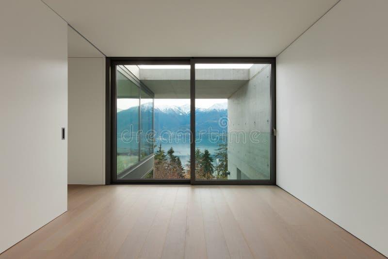 Leere Wohnung, Raum mit Fenster lizenzfreie stockfotos
