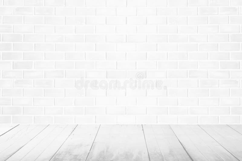Leeren Sie Innenweinleseraum mit weißer Backsteinmauer und weißem Holz stock abbildung