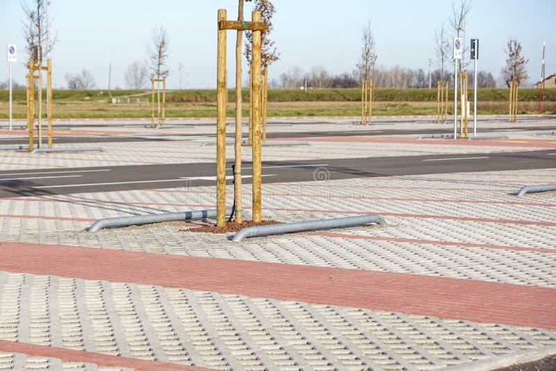 Leerer öffentlich Park des RaumParkplatzes im Freien lizenzfreies stockfoto