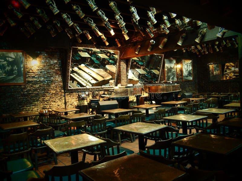 Leerer Bar-Raum in ` Briens Pats O auf Bourbon-Straße in New Orleans lizenzfreies stockbild