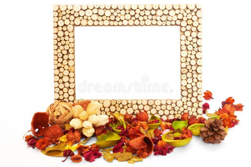 Blumen Bilderrahmen leerer bilderrahmen mit getrockneten blumen und blättern stockbild