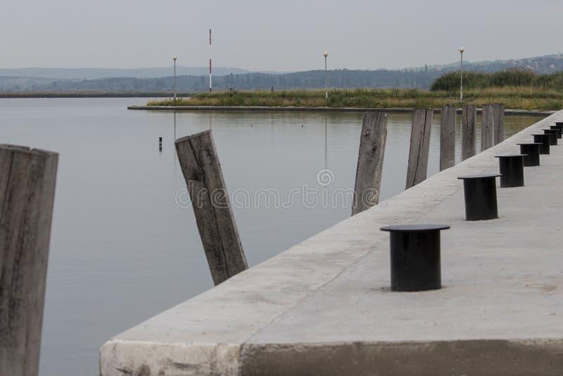 Leerer Bootshafen morgens stockfoto