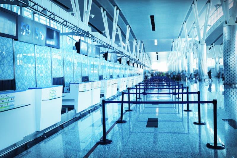 Leerer Flughafen überprüfen innen lizenzfreies stockfoto