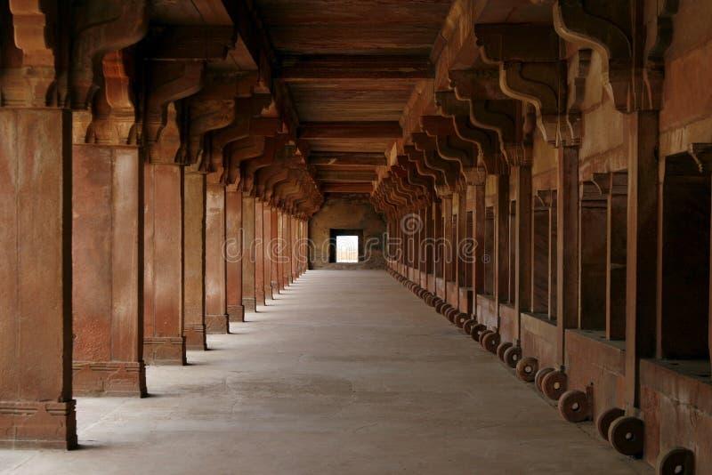 Leerer Flur Fatehpur Sikri im Komplex, Indien lizenzfreies stockbild