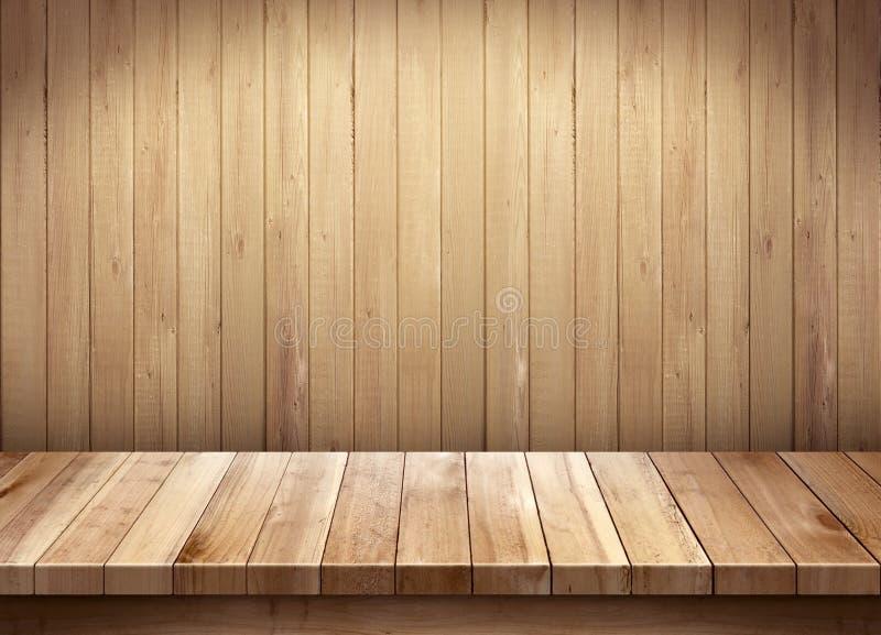Leerer Holztisch auf hölzernem Hintergrund lizenzfreie stockfotos