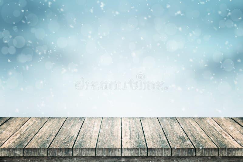 Leerer Holztisch und Schnee für Produktförderung lizenzfreie abbildung