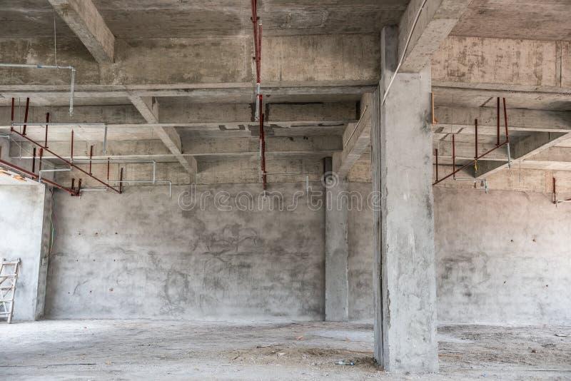 Leerer industrieller Dachboden lizenzfreie stockfotos