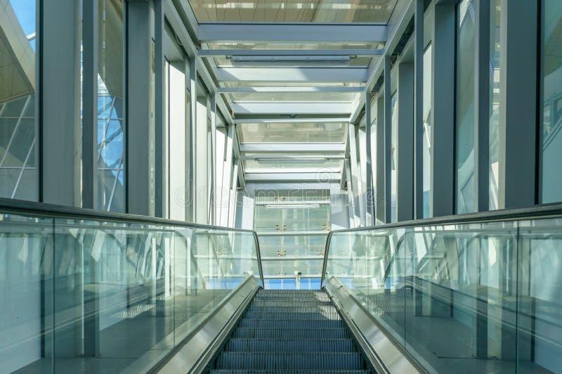 Leerer Korridor im modernen B?rohaus stockfotografie