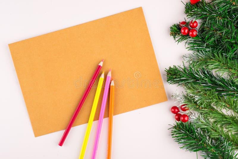 Leerer Notizblock- und Weihnachtsdekor stockfotografie