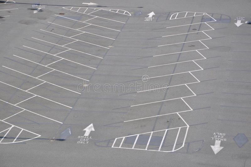 Leerer Parkplatz stockbilder