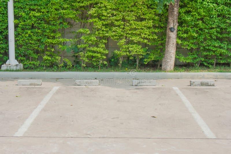 Leerer Parkplatz für Auto stockbilder