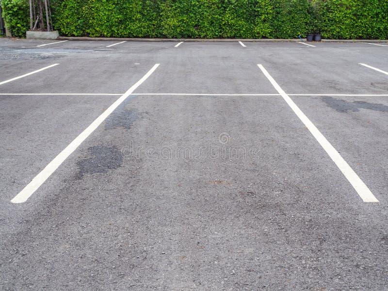 Leerer Raum auf Parkplatz lizenzfreie stockfotos
