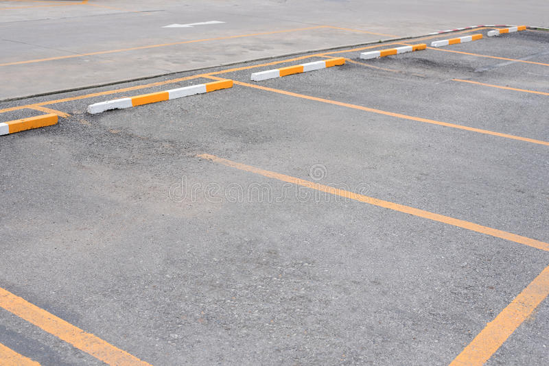 Leerer Raum AutoParkplatz am im Freien stockbilder