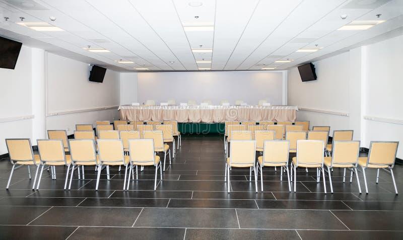 Leerer Raum für die Pressekonferenz lizenzfreie stockfotos