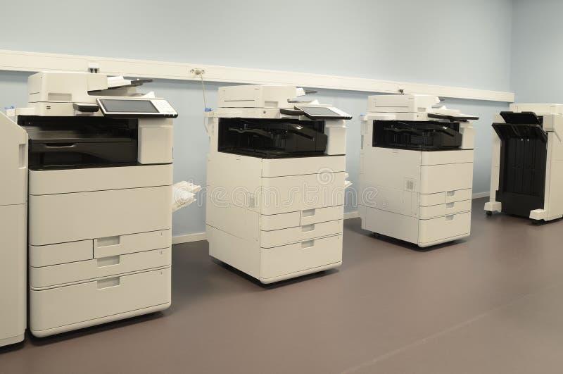 Leerer Raum mit Fotokopierermaschinen lizenzfreie stockbilder