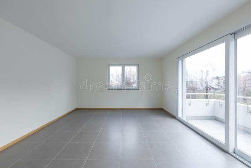 Leerer Raum mit großem Fenster auf dem Balkon, leerer Raum stockbilder