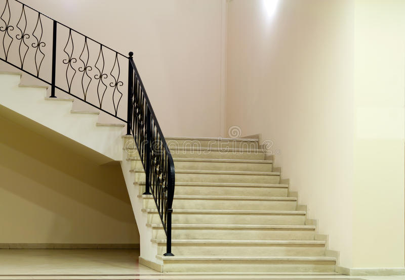 Leerer Raum mit Treppen stockbilder